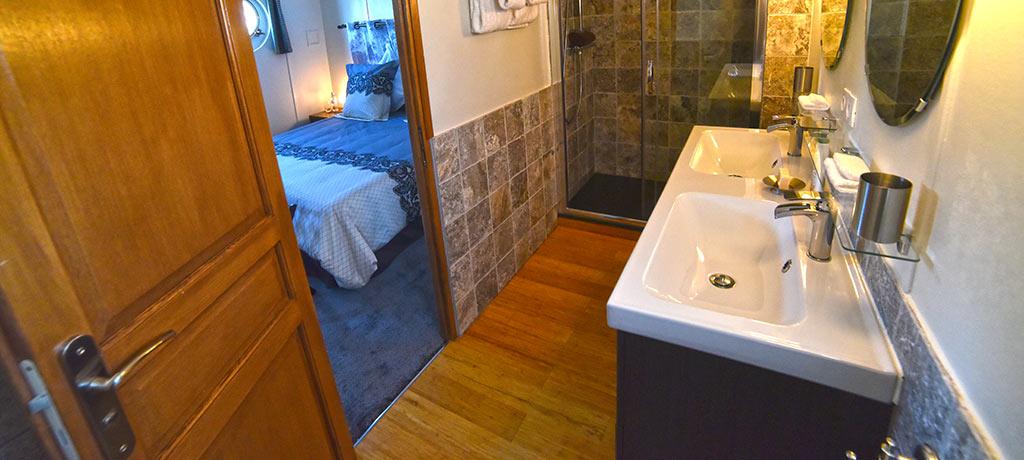 Non En Suite Bathroom: 'Finesse'- Saône River, Canal Du Centre
