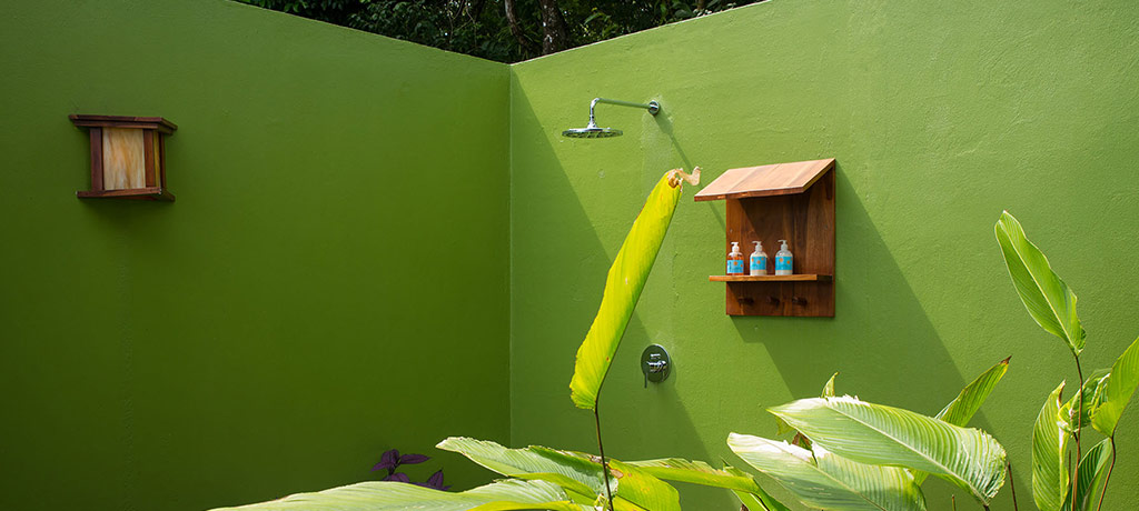 private deluxe bungalow outdoor shower