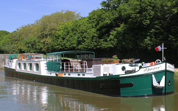 Europe France Meanderer CanaldeBriare Lateral alaLoire Barge SR